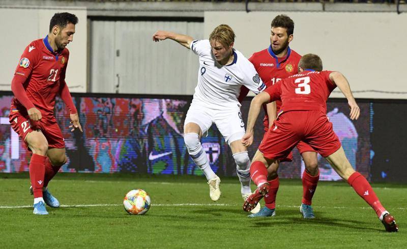 Fredrik Jensen teki Suomen avausmaalin Armeniaa vastaan. Suomi jatkaa karsintalohkon kakkosena, kun pelaamatta on enää kaksi kierrosta.