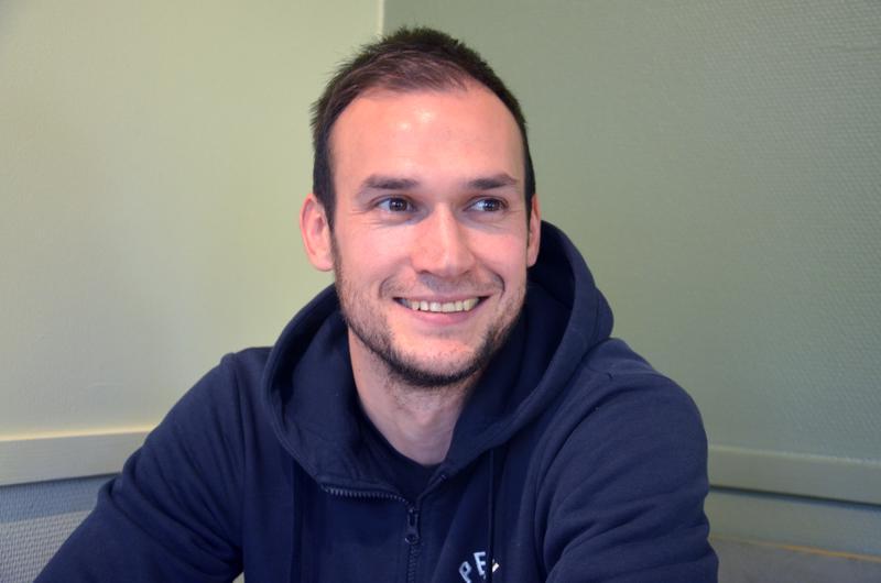 Joni Pakola sanoo, ettei kahden lajin harrastaminen ole ongelma, kun pelaaminen on mukavaa ja motivaatio on kohdillaan.