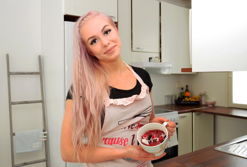 Iida Aho on viimeisimpänä innostunut käyttämään marja-aroniaa erilaisissa smoothiekokeiluissaan. -Olisi ihan mahtavaa, jos joskus kasaan oman reseptikirjan, Aho haaveilee.