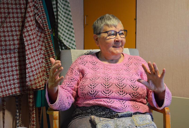 Iloisesti rupattelevasta Aino Nurmesta ei äkkiä uskoisi, että hän on kokenut yksinäisyyttä elämässään.
