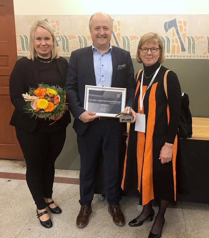 Kpedun oppisopimuspäällikkö Anu Haapasalo,  KPK Yhtiöiden toimitusjohtaja Vesa Pihlajamaa ja Kpedun rehtori Sirkku Purontaus vastaanottivat palkinnon Helsingissä.