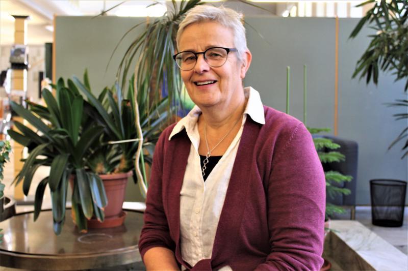 Pietarsaarelaisen Riitta Palovuoren opettajan ura ei ole vielä loppunut, sillä nykyään hän opettaa suomen kieltä aikuisille maahanmuuttajille Pietarsaaren suomenkielisessä työväenopistossa.