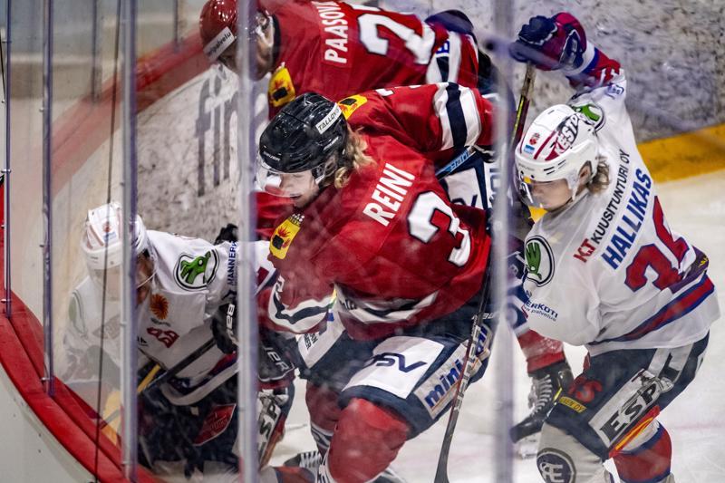 Hermes hallitsi peliä suurimman osan ajasta, mutta Ketterä sai pidettyä Hermeksen pois ykkössektorin maalipaikoilta. Kulmaväännössä Ville Paalanen, Eetu Paasovaara, Julius Reini ja Jesse Hallikas.