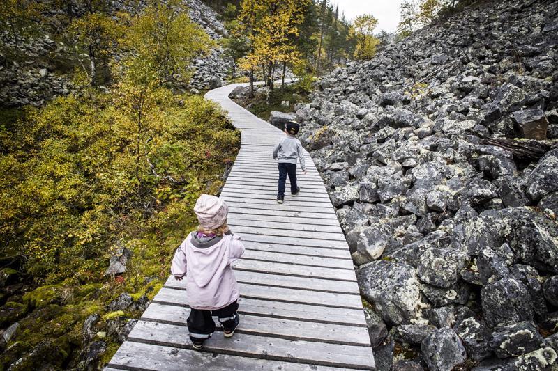 Kansallispuistoissa on EU-rahoilla uusittu muun muassa reitistöä matkailijoiden liikkumisen helpottamiseksi.