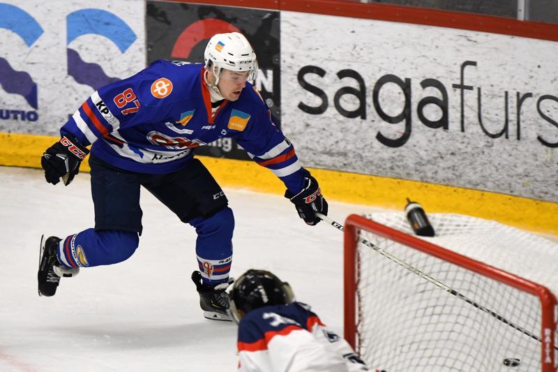 Jere Erkkilä oli kahdella osumallaan avainroolissa, kun JHT kaatoi HC Giantsin kotonaan.
