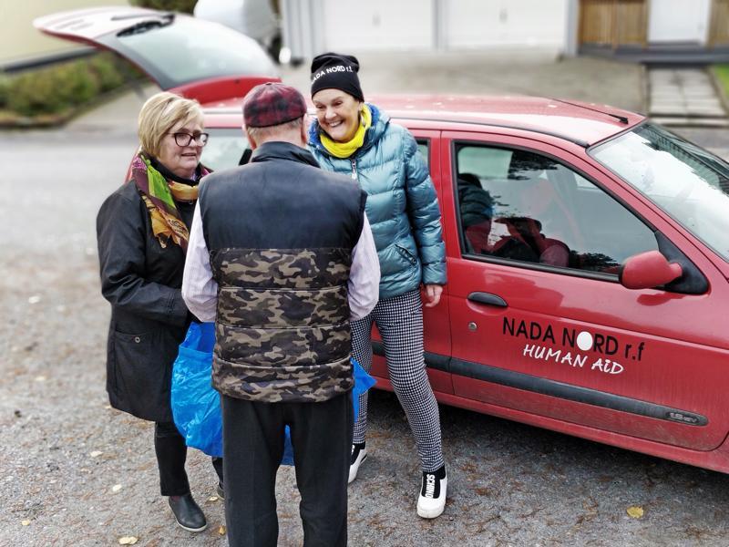 - Viikon odotettu hetki, saavat Eivor Haga ja Gunilla Luther-Lindqvist Nadasta usein kuulla ruokakasseja jakaessaan.