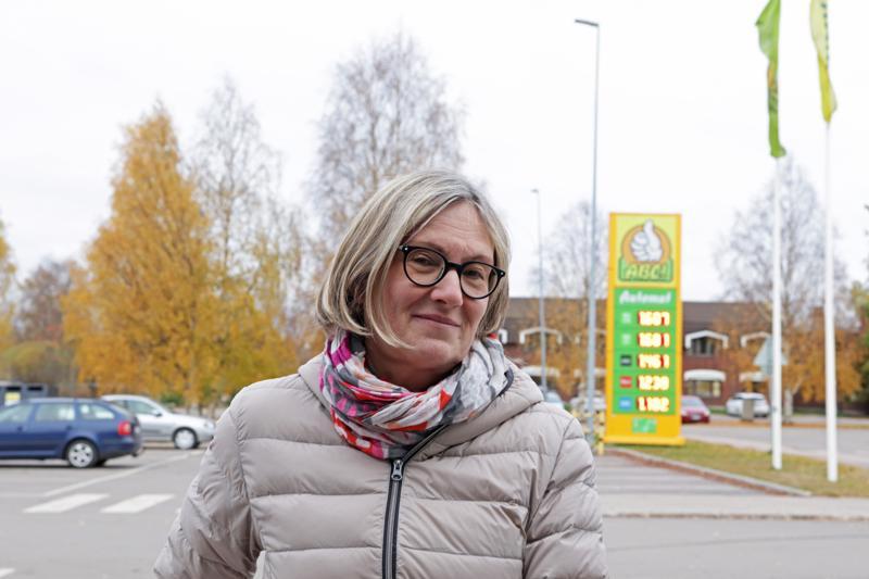 ANNA-LEENA HÄKKINEN: Perhe tekee kodistani kodin.