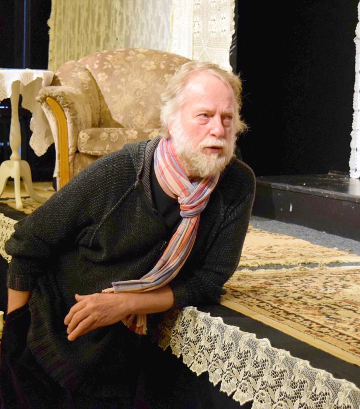 Göran Sjöholmille Pietarsaaren Näyttämö alkaa tulla tutuksi. Hiirenloukku on hänen kolmas ohjauksensa joukolle.