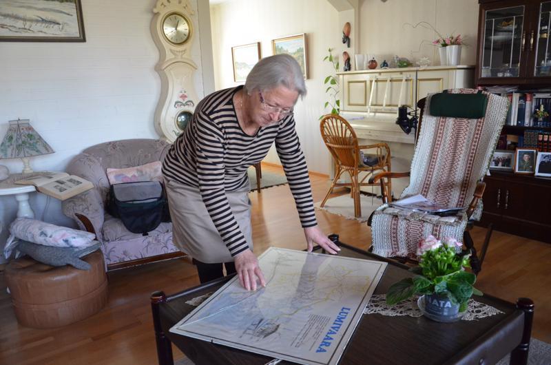 Airi Braxilla on kotonaan tarkka Lumivaaran kartta. Siitä löytyy myös piste, jossa on hänen Karjalan kotinsa sijainti Ihalan kylässä.