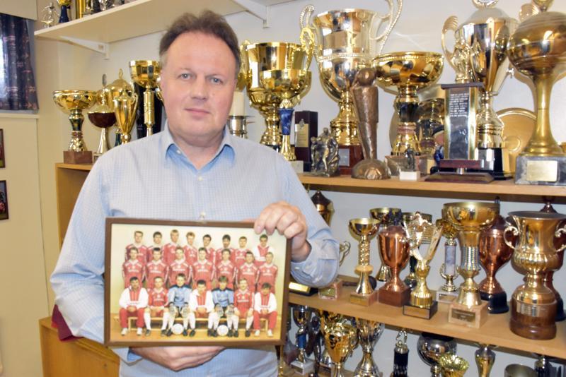 Vuonna 1987 Fredrik Haga pelasi viimeisen ottelunsa Jaron paidassa Kakkosessa. Takaisin hän saapui 30 vuotta myöhemmin seuran toimitusjohtajaksi.