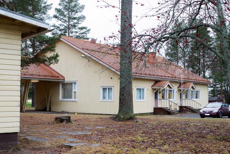 Reisjärven kunta etsii lakkautetuille kouluille uusia käyttötarkoituksia. Kuvassa Kalajan koulu.
