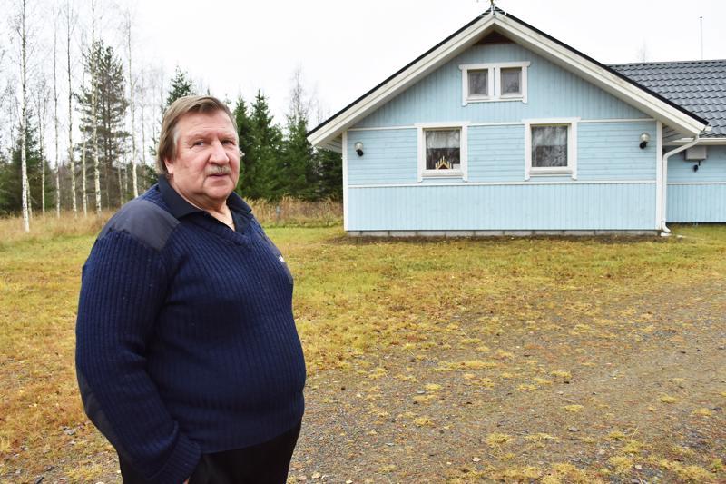 Tapio Koskinen tuumii, että elämä Suotuperällä täyden hiljaisuuden keskellä on hyvää vastapainoa pääkaupunkiseudulla vietetyille yli 60 vuodelle.