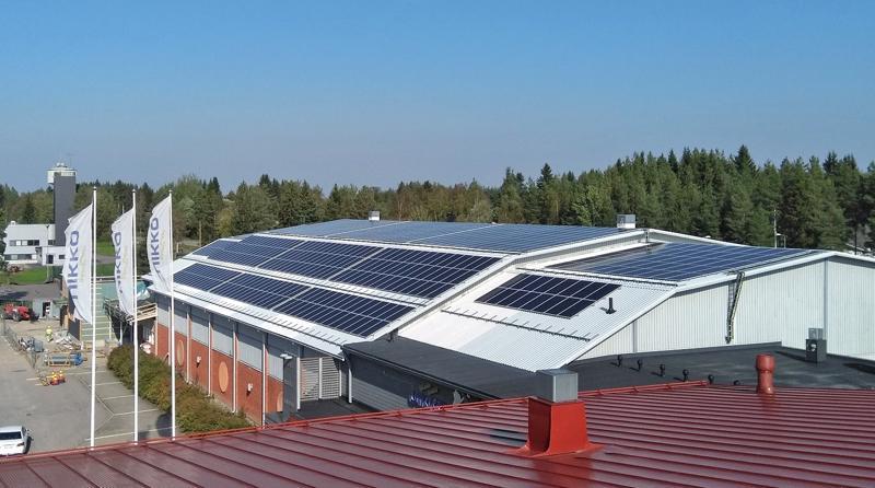 Aurinkopaneelien on tarkoitus tuottaa kymmenesosa Liikuntakeskuksen sähköstä.