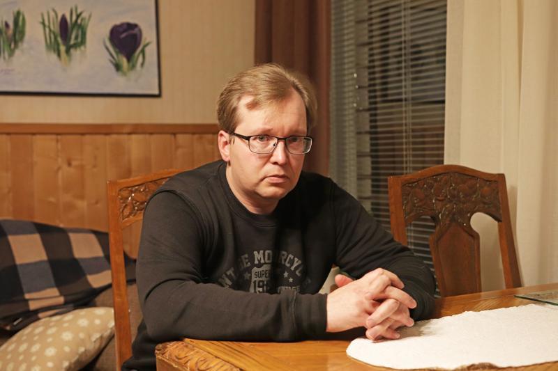 Arttu Knuuti on viljelijä, joka käy myös palkkatyössä tilan ulkopuolella.