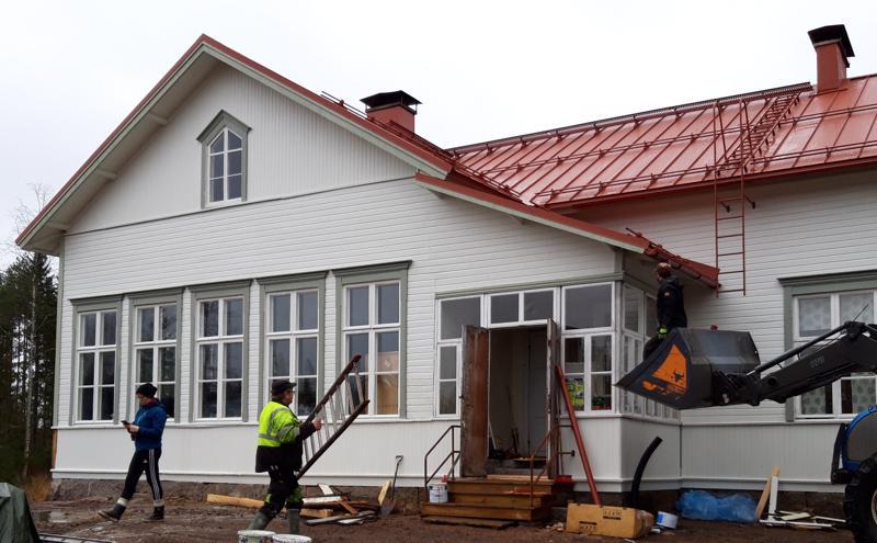Porkkalan kylätalot on kyläkoulu vuodelta 1902. Ikkunat on kunnostettu, julkisivut maalattu ja katto kunnostettu. Tyylikäs rakennus!