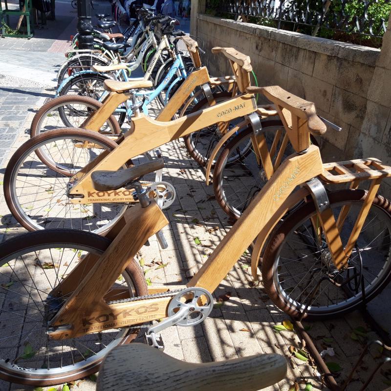 Mikä ettei? Voi kai sen pyörän rungon rakennella puustakin.