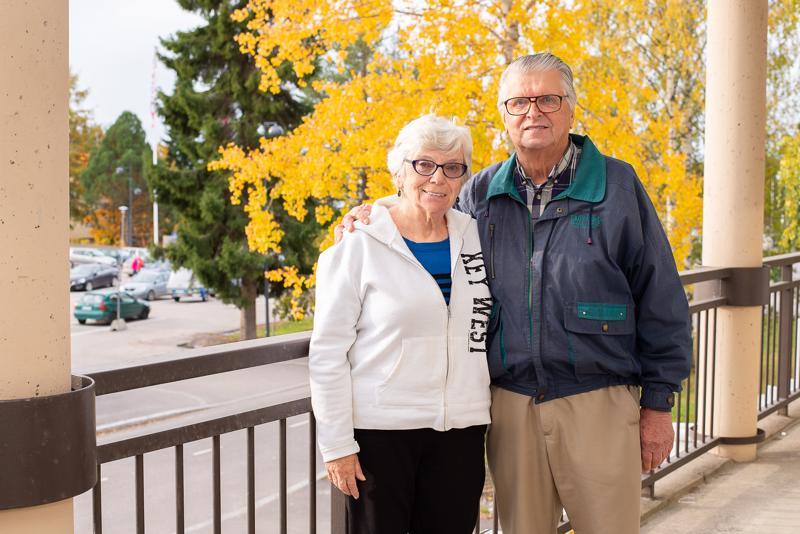 -Hui, kun täällä on kylmä, Floridasta Suomeen lentäneet  Arlene ja Aimo Tervakoski sanovat. Onneksi Suomen ruska oli heidän vierailunsa aikana kauneimmillaan.