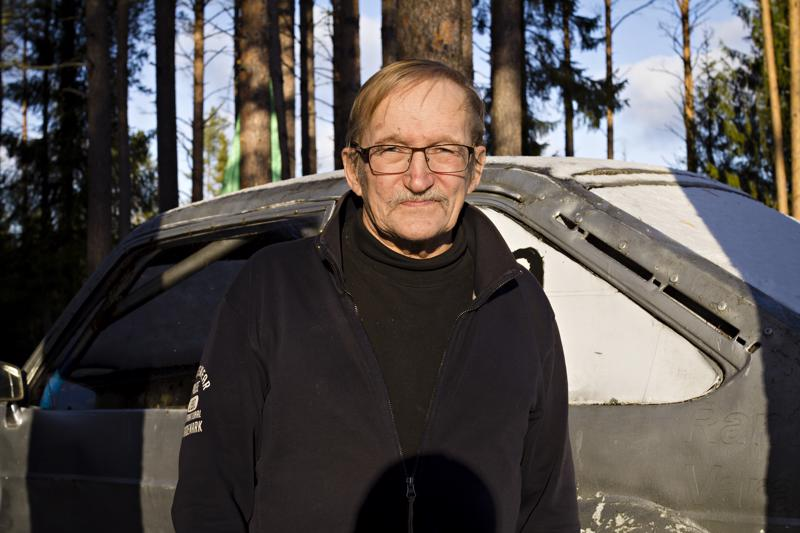 KRRMK/UA:n puheenjohtaja Seppo Tuomainen on ajanut kilpaa itsekin, mutta on jättänyt radat taakseen. Pian on jäämässä myös puheenjohtajuus.