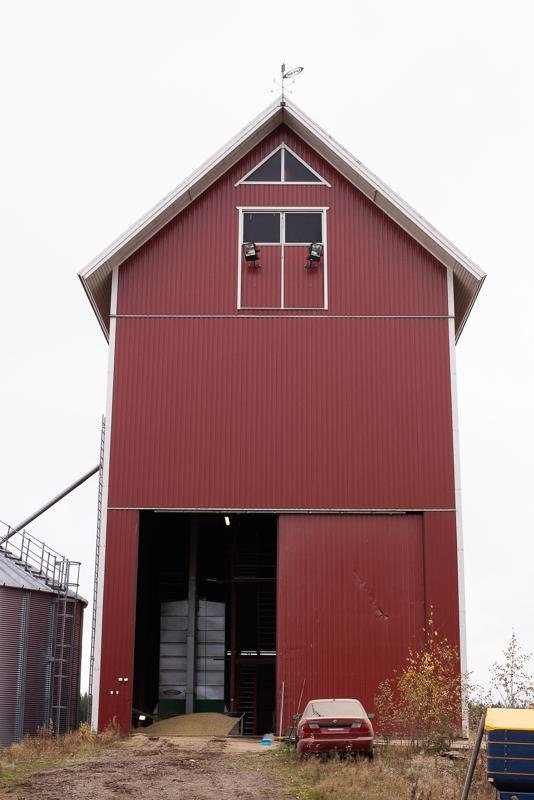 """Vesikosken kuivaamokaan ei ole mikään """"pilipalivehje"""". Sillä on korkeutta 26 metriä lattiasta kattoon."""