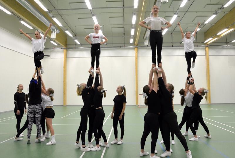 Edustusryhmä Shining Silver Dragos (SSD) tähtää ensi kevään cheerleading-aluekilpailuihin. Ryhmään etsitään kolmea jäsentä tasokarsinnan kautta.