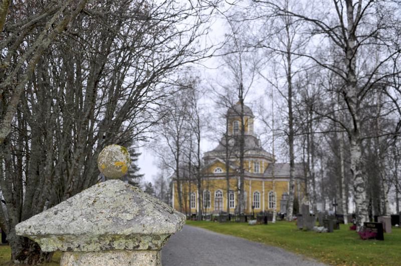 Perhonjokilaakson alueen kirkkoherrojen ansiotulot ovat samaa luokkaa keskenään.