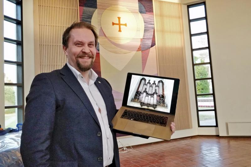 Virtuaaliuruissa yhdistyy huippuluokan äänitystekniikka ja tietokone. Tietokone soittaa urkujen äänet siinä järjestyksessä, jolla urkuri painaa koskettimia, esittelee Timo Vikman.