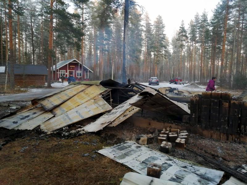 Onni onnettomuudessa oli, että metsästysseuran maja säästyi palossa.