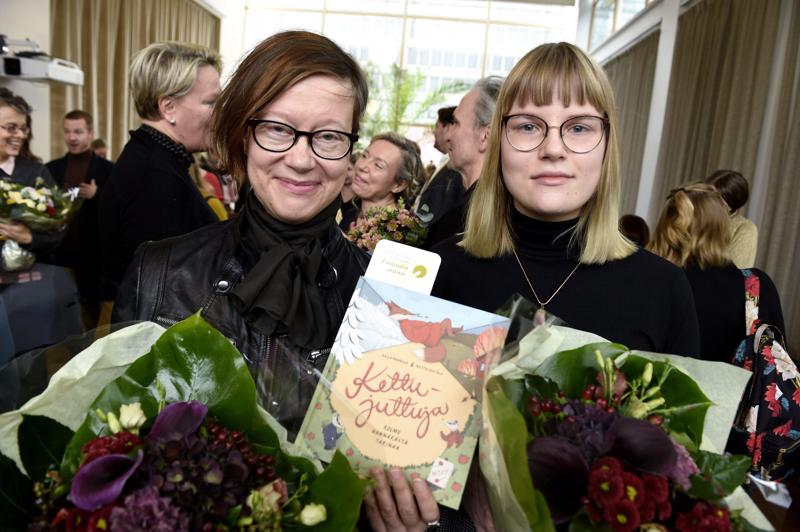 Kaija Pannula (vas.) ja Netta Lehtola.