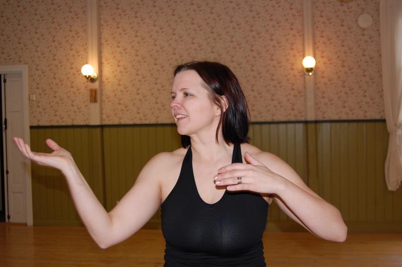 Hanna-Kaisa Salo on aiemmin ohjannut Nia-tanssia Savelan nuorisoseuralla Ylivieskassa. Tässä kuussa Nia rantautuu myös Nivalaan.