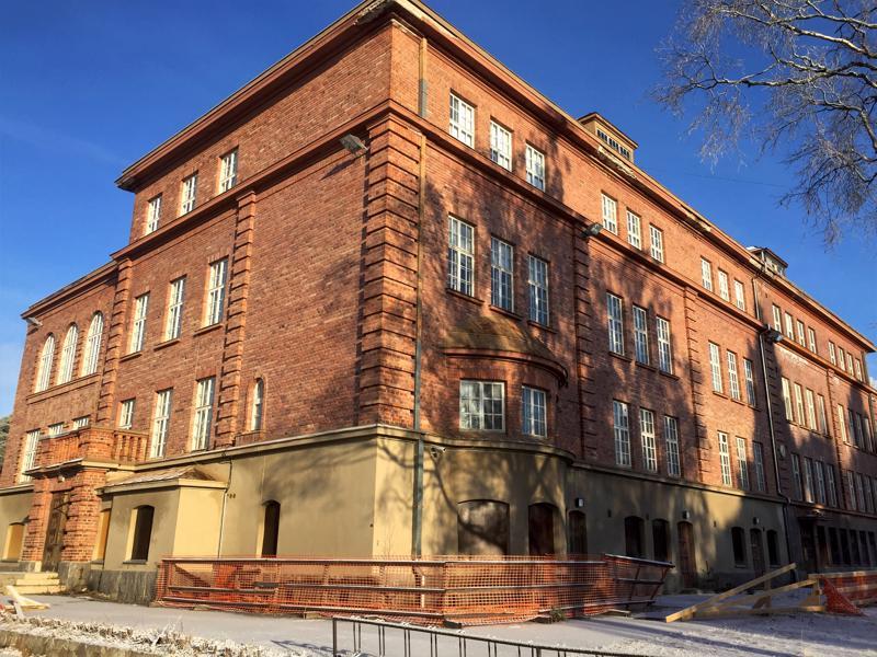 Ristikarin koulu kärsi massiivisen vesivuodon helmikuussa. Kaupunki haluaa nyt päästä koulusta eroon.