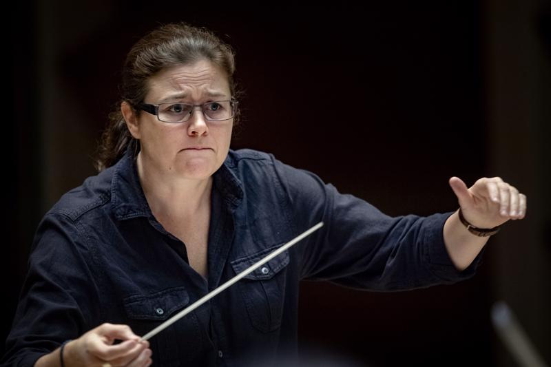 Kapellimestari Anna-Maria Helsing johti äskettäin Keski-Pohjanmaan Kamariorkesterin konsertin.