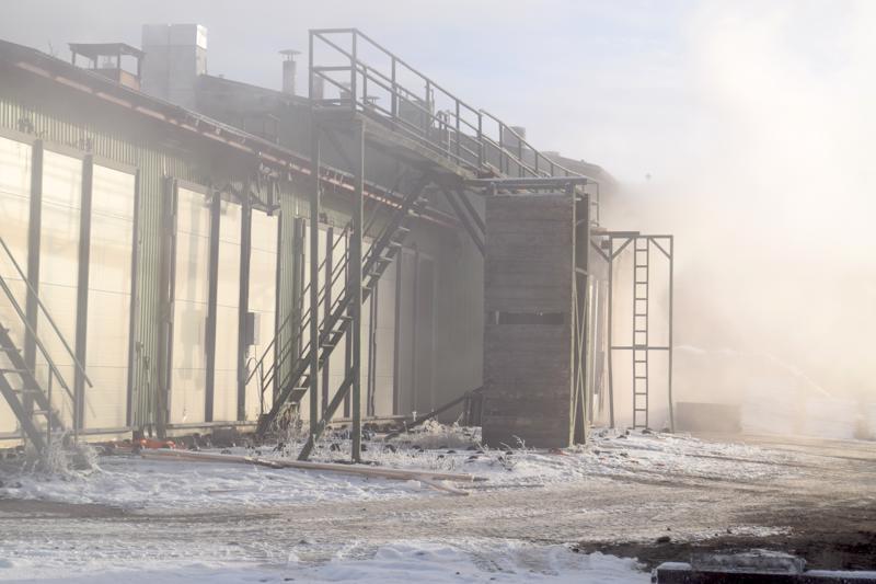 Sahan alueella oli runsaasti savua vielä varsinaisen tulipalon sammuttamisen jälkeenkin.