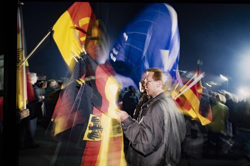 Lokakuun 3. päivän vastaisena yönä vuonna 1990 kahden Saksan liput vielä liehuivat.