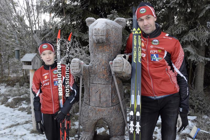 Miro ja Pasi Auvinen olivat viime viestissä samassa joukkueessa nostamassa Pietarsaaren kakkosjoukkueen B-sarjan toiseksi. Ykkösjoukkue ylsi A-sajassa kolmanneksi.