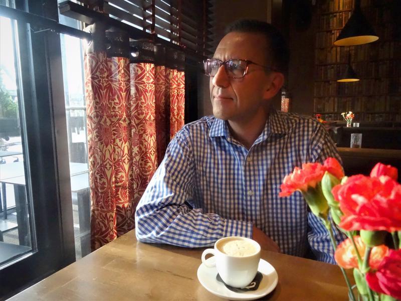 Petri Korpimo on syntyisin Vetelistä maanviljelijäperheestä, mutta työskentelee matkailualalla. Tähän mennessä tänä vuonna Korpimo on ollut reissussa 60 päivää.