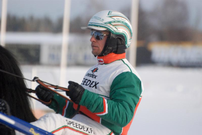Ville Pohjola ohjasti sunnuntaina kotiradallaan kaksi voittoa.