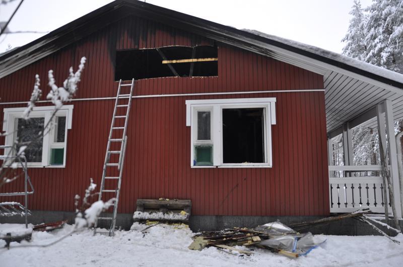 Sunnuntaina syttynyt tulipalo vaurioitti omakotitaloa Lestijärvellä.