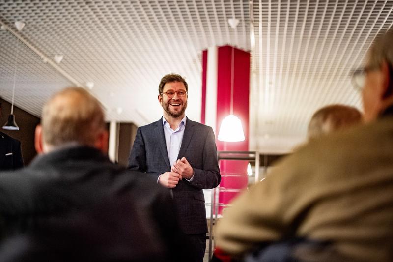 Työministeri Timo Harakka vieraili maanantaina Kokkolassa ja Vaasassa tutustumassa TE-keskusten toimintaan ja vastaamassa yleisön kysymyksiin.