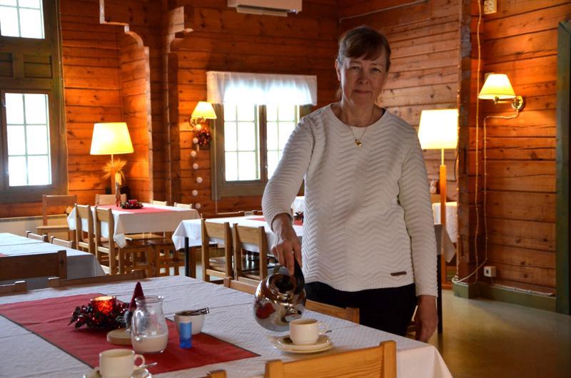 Niina Hakalax-Lahti järjestää pikkujouluja juhlakeskus Amorissa.