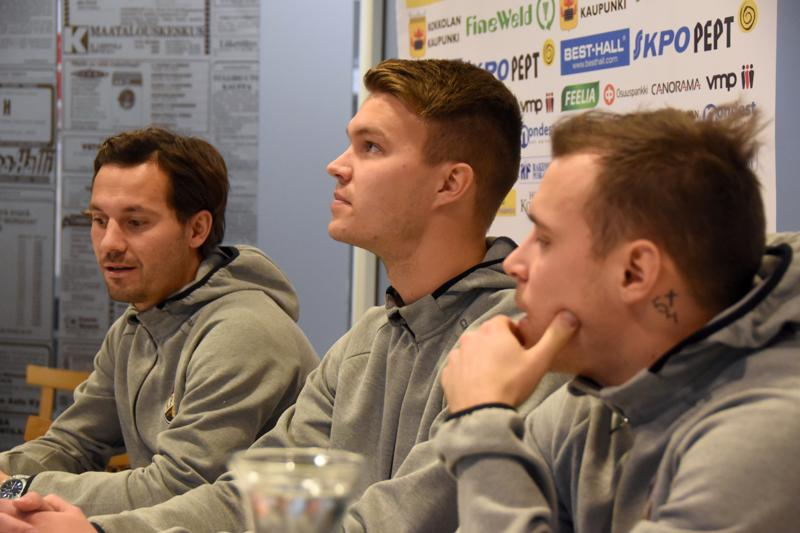 Sebastian Mannström (vas.), Harri Heiermann ja Juri Kinnunen jatkavat pelaamista KPV:ssä.