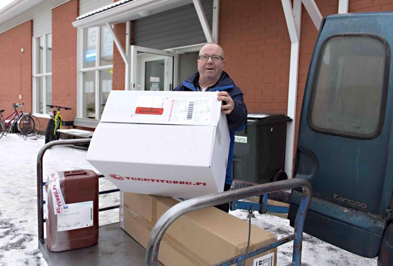 Postin lakko on tuonut kiireitä, kertoo yrittäjä Kimmo Heinistö Kalajoen Matkahuollosta.