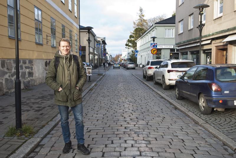 Isokadusta tuli 1600-luvulla kaupungin pääkatu. Se johti, kuten nytkin, Mannerheiminaukiolle, joka toimi silloin torina. - Se oli kaupungin tärkein ja vilkkain paikka, kertoo museolehtori Lauri Skantsi.