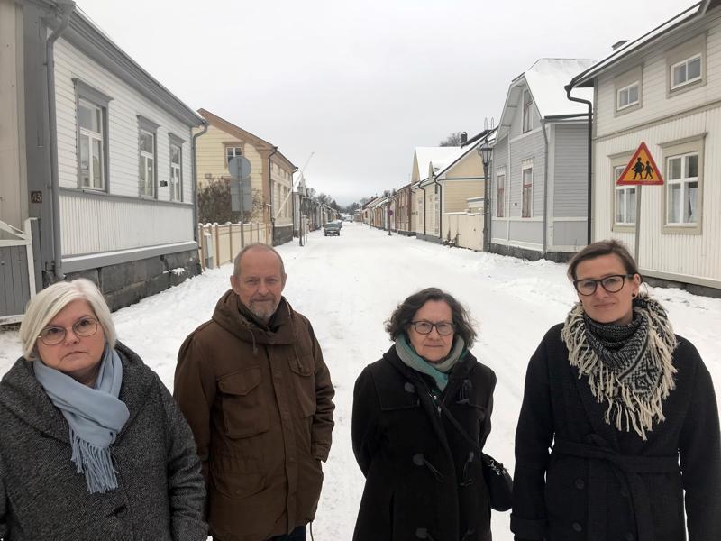 Kristiina Teerikangas, Lassi Oikari, Liisa Ranto-Oikari ja Heidi Nyblom-Kuorikoski toivovat neuvontaa ja valvontaa Neristanin peruskorjauksiin.