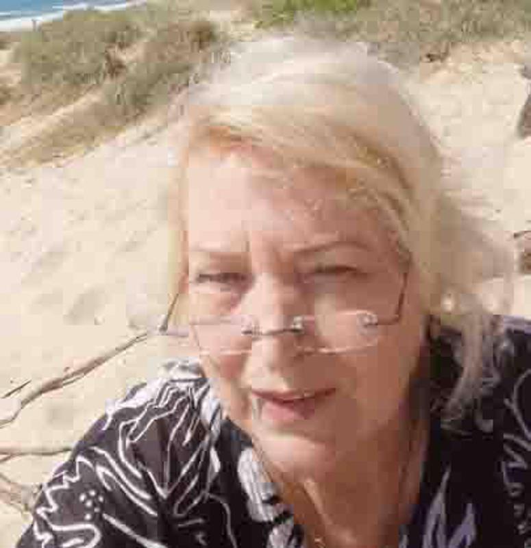 Hanna Sinikka Lapinoja asuu Sunchine Coastilla, aivan rannan tuntumassa, jossa ei onneksi ole metsää.