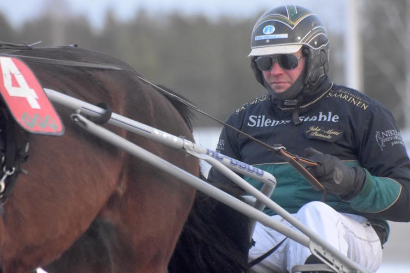 Juha-Matti Paavola ohjasti Metkutuksella voiton Ylivieskassa.