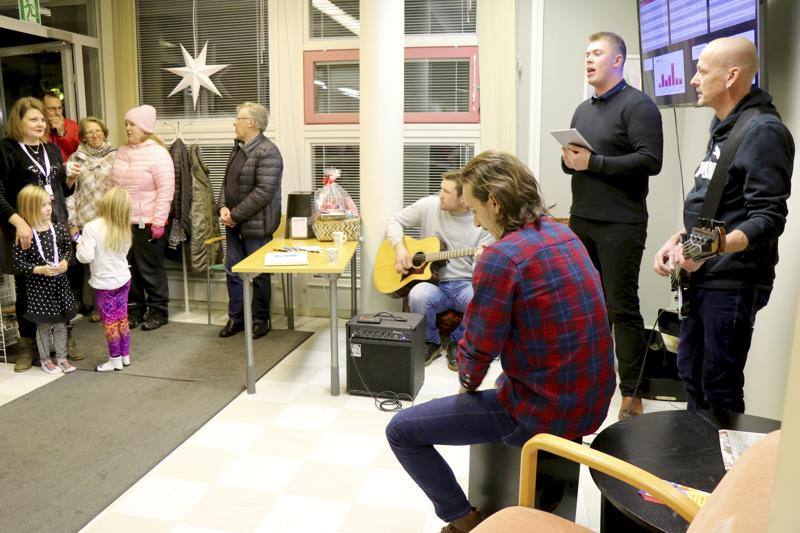 Paikallinen yhtye Boronium esitti muutaman kappaleen akustisesti toimituksessa ja ensi viikon lehteen on tulossa juttua yhtyeestä. Kokoonpanoon kuuluvat Henri Nisula, Viljami Parpala, Toni Taipale sekä Sampsa Linna.