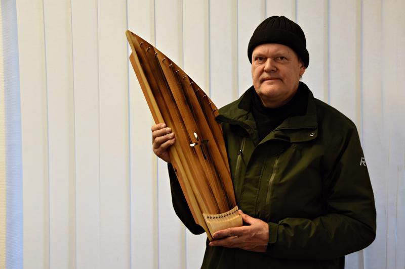 Jukka Ruusunen kertoo, että erityinen kantele ei ole myynnissä.