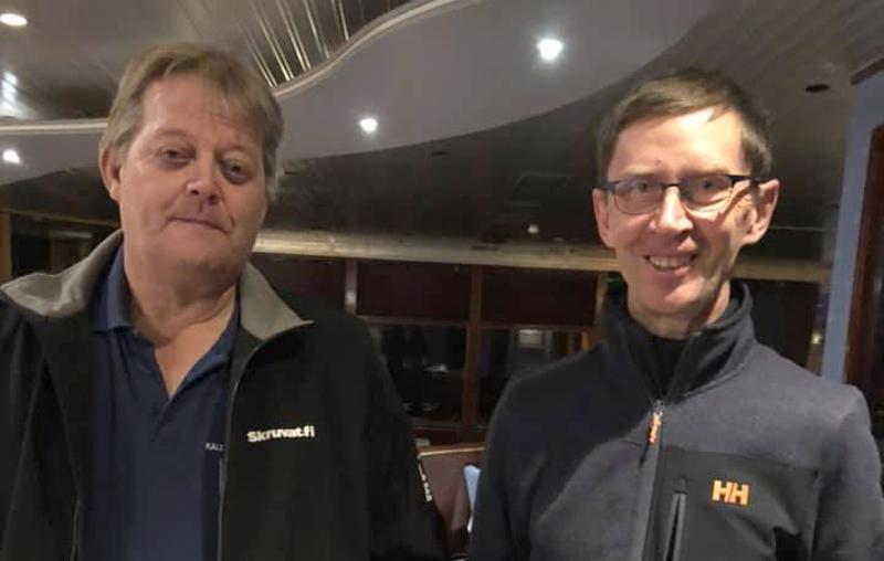 Sitten ei hymyillä vaan pidetään naamat peruslukemilla, totesi Jukka Kauppila toiselle maailmamestarille Seppo Rädylle Seinäjoen gaalassa.