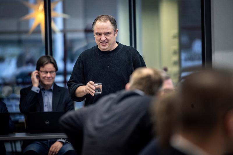 Reino Herlevi oli ennen kaupunginhallituksen kokousta päättämässä veroprosentin alentamisesta kaupunginvaltuuston kokouksessa.