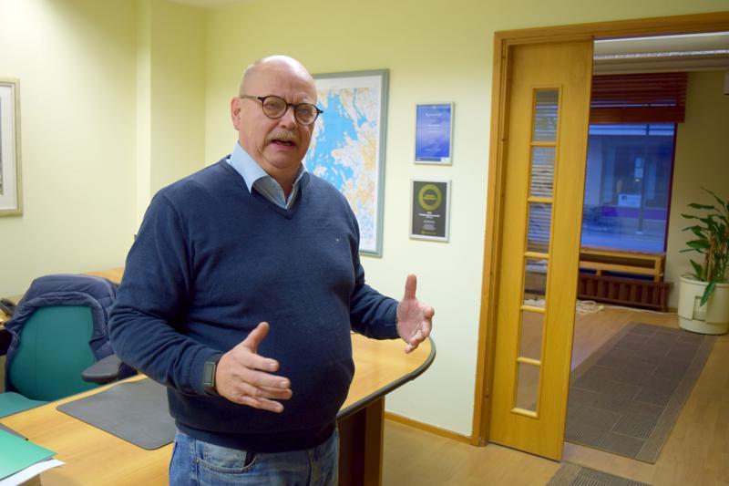 Vain muutama sekunti pelasti Mikael Nybergin hengen 20 vuotta sitten. Silloin hänen toimistonsa oli naapurihuoneistossa, mutta tilat ja järjestelyt olivat lähes samanlaiset. Tukeva väliseinä otti vastaan räjähdyksen paineaallon.